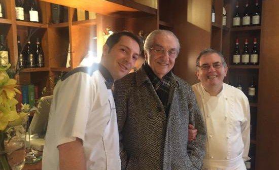 Gualtiero Marchesi lo scorso anno con Luca e Lino Gagliardi