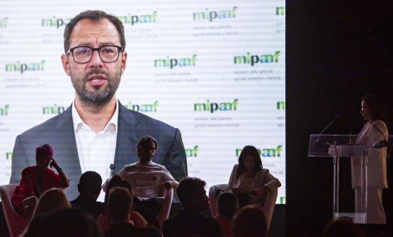 L'intervento video di Stefano Patuanelli, mini