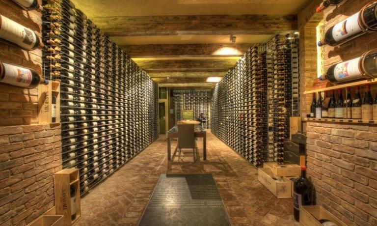 I locali ampliati della Ciau ospitano 2.899 vini di 334 produttori diversi, provenienti da 13 nazioni