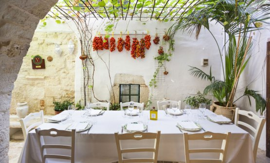 Il nostro viaggio nella migliore ristorazione dell'estate tocca la Valle d'Itria. Nella foto, il Cibus di Ceglie Messapica