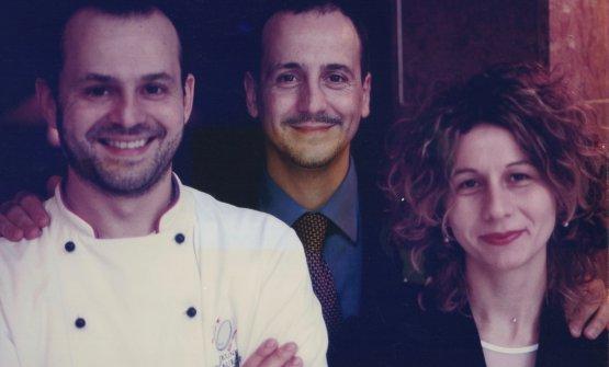 Nicola e Pierluigi Portinari, con Cinzia Boggian, moglie di quest'ultimo e gran signora della sala, in una foto del 1999