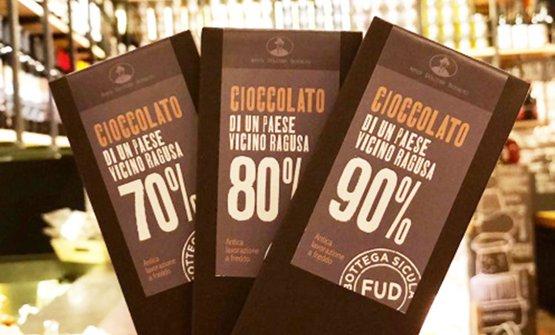 Il cioccolato diAntica Dolceria Bonajutovenduto daFude (provocatoriamente) denominato cioccolato di un paese vicino a Ragusa