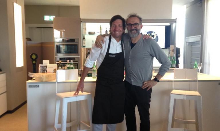 Diego Muñoz con Massimo Bottura, venuto a salutar