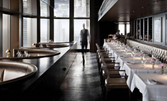 Una delle ultime creature dello chef e imprenditore britannico Jason Atherton si chiama City Social: � un ristorante e bar, telefono +44.20.78777703,�che offre panorami meravigliosi sulla citt� di Londra, grandi cocktail e cucina ricercata. Ma non � l'unica novit�: l'impero di Atherton si espande a vista d'occhio, dall'Europa all'Asia, e forse presto anche a Dubai