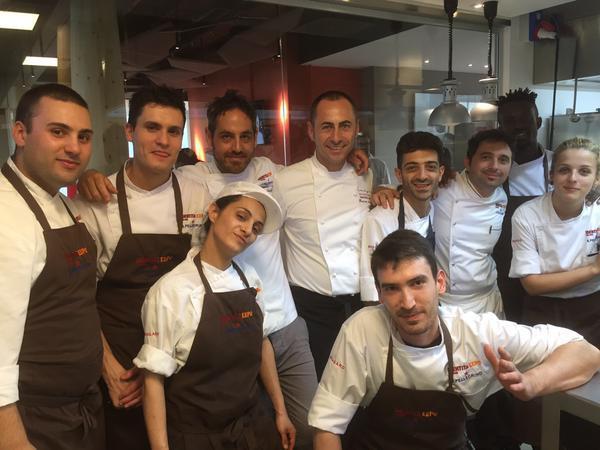 Francesco Apreda con la brigata di Identità Expo: lo chef è stato tra i protagonisti a luglio