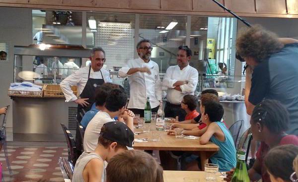 Ferran e Albert Adria ieri con Massimo Bottura al