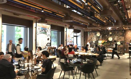 La sala di Condividere, il ristorante voluto dalla Lavazza nella sua nuova sede a Torino