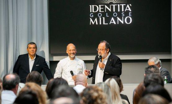 Moreno Cedroni tra Claudio Ceroni e Paolo Marchi alla conferenza stampa di stamane