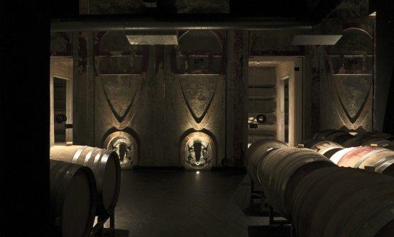 Nella cantina rimangono le antiche vasche di cemento, ora riconvertite in zona per far riposare alcune bottiglie