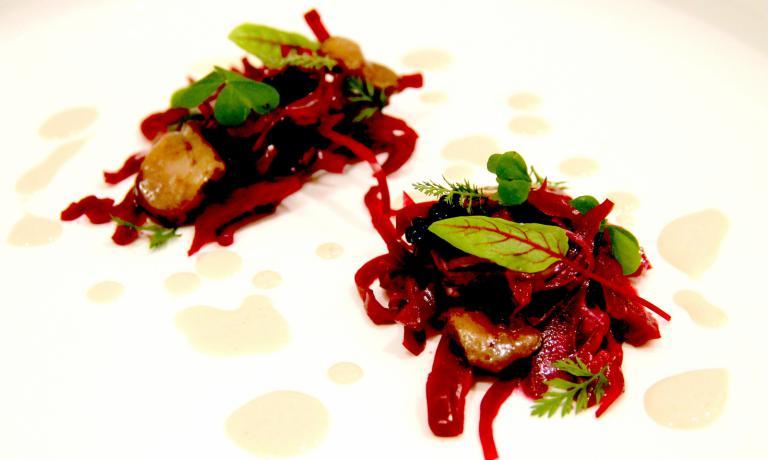 Insalata di cavolo rosso sott'aceto, erbe arom