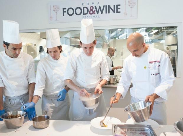 Tutto pronto all'Eataly capitolino per il Roma Food & Wine Festival, da sabato 29 novembre a luned� primo dicembre. Protagonisti 18 grandi chef italiani e le loro specialit�, tutte da gustare.�
