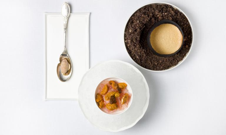 Brûlé grapefruit shell, hot sea urchin soup, crispy duck skin with foie gras en amertume and granita with iodine, a dish in the menu at Pavillon Ledoyen (photo Philippe Vaurès)