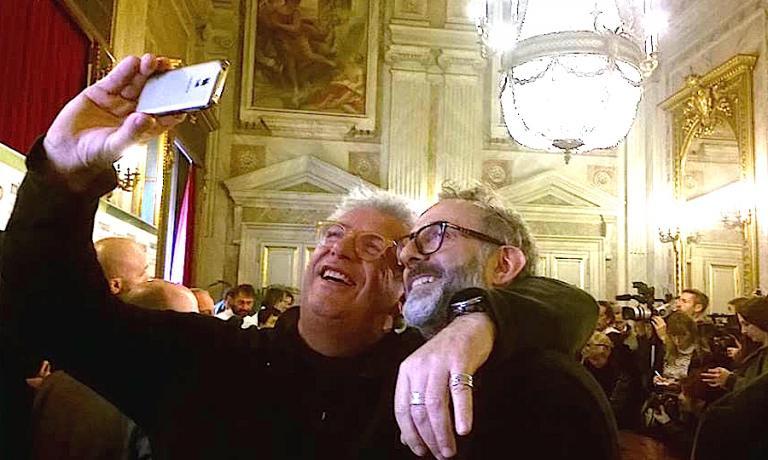 Igles Corelli e Massimo Bottura, selfie per ricordare una giornata importante per la ristorazione italiana