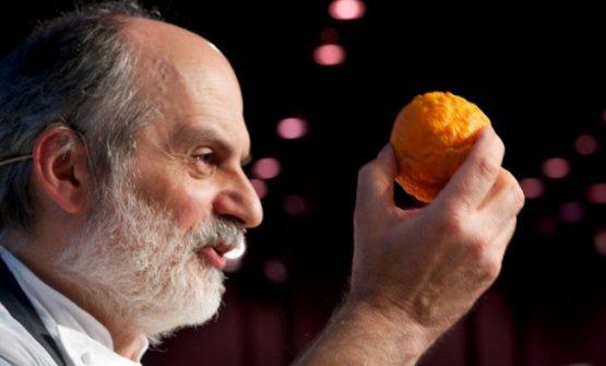 Corrado Assenza, del Caffè Sicilia di Noto (Siracusa), è una delle menti più ispirate della nostra gastronomia