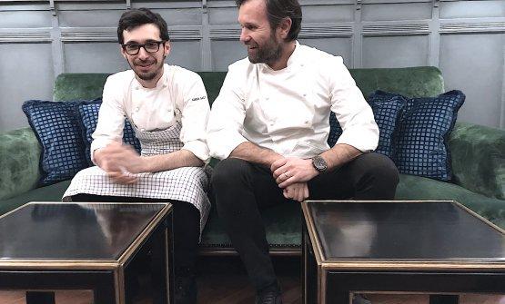 Carlo Cracco con Luca Sacchi, il suo prezioso sous-chef, ridono in attesa di iniziare mercoledì 21 febbraio il primo servizio nel nuovo Ristorante Cracco in Galleria Vittorio Emanuele a Milano. Foto di Paolo Marchi