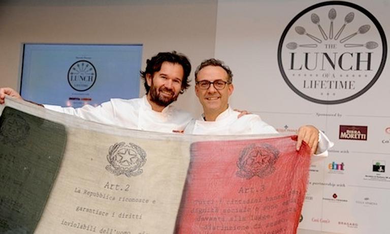 Carlo Cracco e Massimo Bottura spiegano il tricolore alla fine del superpranzo tenutosi il 28 aprile 2013 da Harrods a Londra quando sette chef italiani diedero vita a quello che gli inglese chiamarono The Lunch of a Lifetime