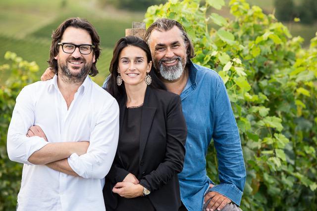 Da sinistra: Massimo, Tiziana e Stefano Moccagatta. Sono loro a condurre l'azienda vinicola di famiglia, fondata aGavi, in frazione Monterotondo (+39.0143.607801), negli anni '70