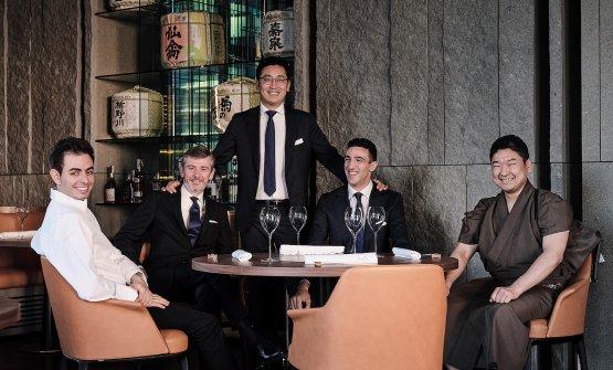 Da sinistra lo chef Domenico Zizzi, il primo maître e head sommelier Savio Bina, il titolare Claudio Liu, il secondo maître Matteo Coltelli, il sushi master Masashi Suzuki