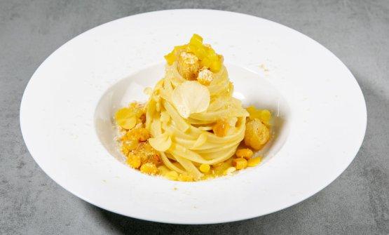 Tagliatelle Monograno Felicetti in giallo: pesto di mais, salsa di peperoni gialli e pomodorini confit