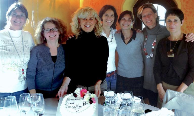 Foto di gruppo delle sette fondatrici dell'ass