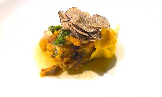 Tartaruga con ravioli e tartufo nero