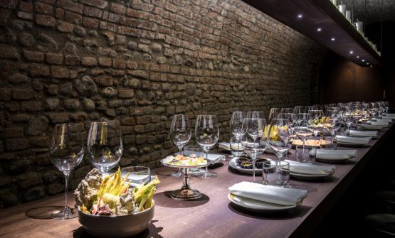 Un tavolo speciale nella cantina del Del Cambio, i