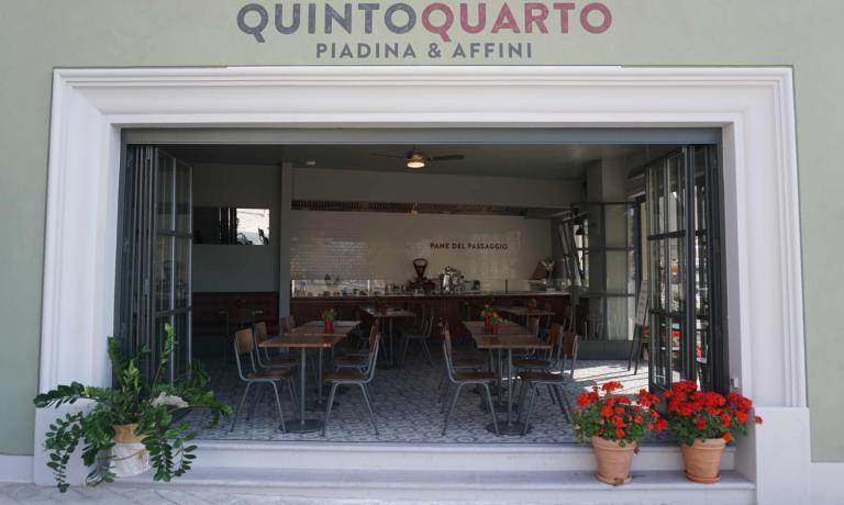 Dopo Marè, ecco Quintoquarto:un altro locale a Cesenatico per Luca Zaccheroni. Con il suo cuoco Omar Casali ha già dimostrato la sua passione per la Piadina, ma con questo nuovo indirizzo ha deciso di esaltarla al massimo