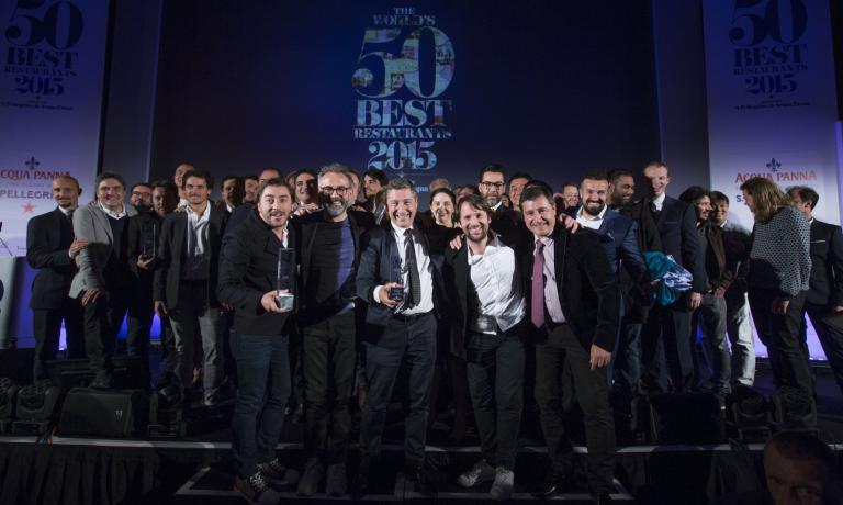 Foto di gruppo per i primi 50 della classifica dei San Pellegrino 50 Best. La cerimonia di premiazione si � svolta a Londra lo scorso 1 giugno. Il prossimo anno, per la prima volta, i 50 Best lasceranno la capitale inglese e saranno assegnati invece a New York