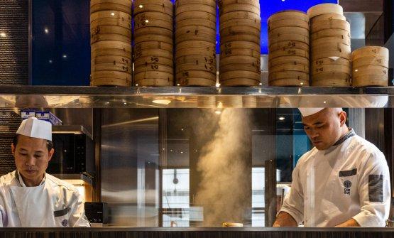 Lo chef Wu Jingin cucina