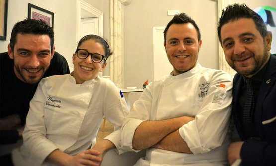 Lo staff di cucina diDimora Ulmo. Da sinistra a destra: Giuseppe Di Stasi, Virginia Caravita, Michele Castelli,Francesco Russo