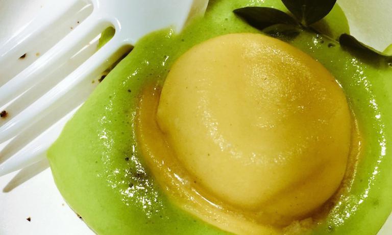 Risi e bisi nella versione innovativa di Nicola Dinato, chef della Feva a Castelfranco Veneto in provincia di Treviso