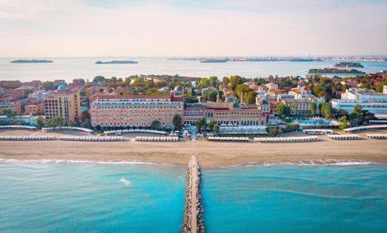 Una spettacolare veduta aerea dell'Hotel Excelsi