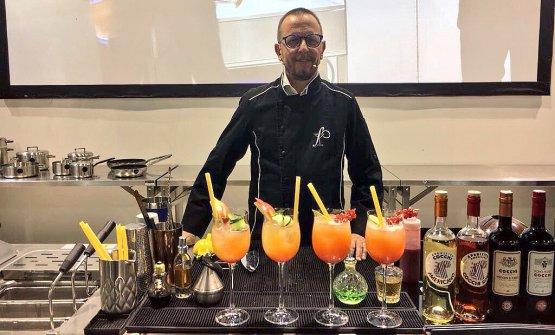 Il barman Fabiano Omodeo ha dedicato la sua lezione a Identità Future ai punch a base di frutta fresca