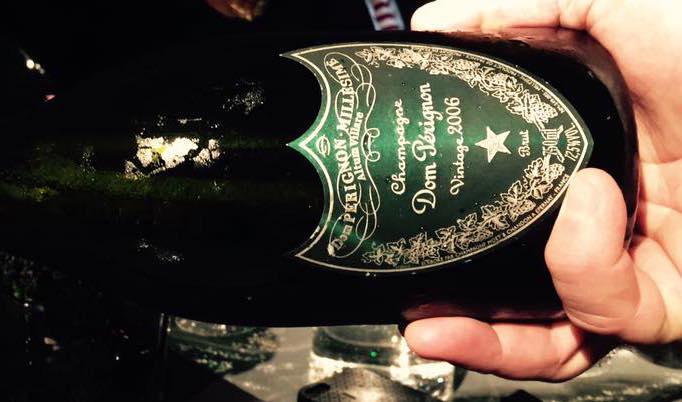 E' stata svelato lunedì scorso a Milano l'ultimo millesimo dello champagneVintage Blanc di Dom Pérignon. Il 2006 prolunga lo stato di grazia di un decennio che ha già registrato ottimi2000, 2002, 2004 e 2005