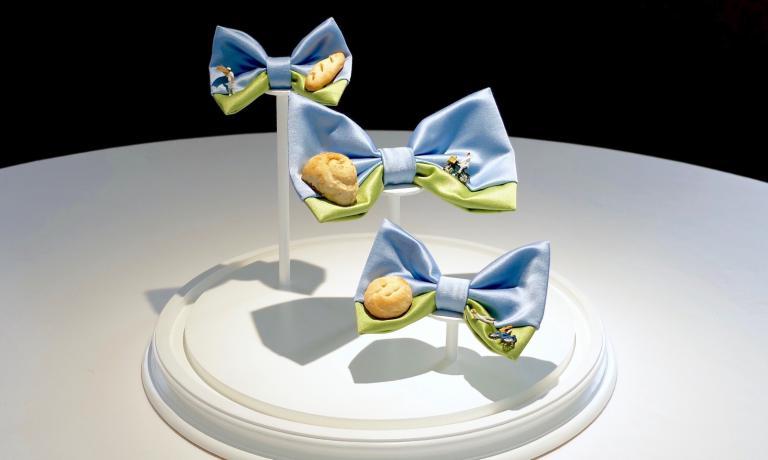 Arte che racconta il cibo: i papillon di Tanio Liotta sono il nuovo allestimentoa I Due Buoi di Andrea Ribaldone. La fotogallery di Identità Golose