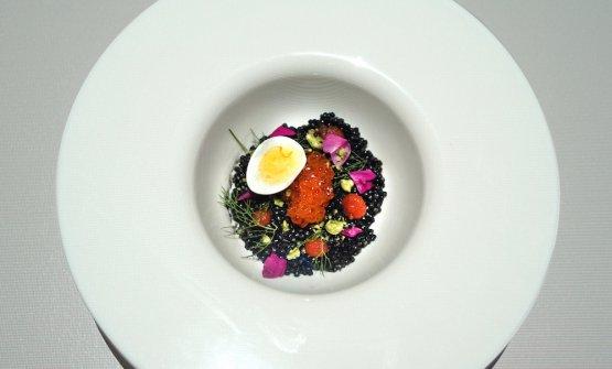 Caviale di Amaro Braulio Riserva e nero di seppia marinate con sale, cittonette di mango e olio di mostarda, gel di vodka, uova di salmone e uovo di quaglia al vino