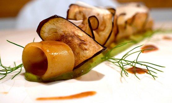 Calamarata, salsa 'nduja, melanzane perline di Comiso, caciocavallo ragusano, spuma al basilico e finocchietto selvatico, di Alberto Rizzo. (Le foto sono diMelissa Basone)