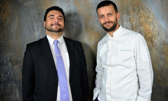 Il maître e sommelierJonathan Fusilli assieme allo chef