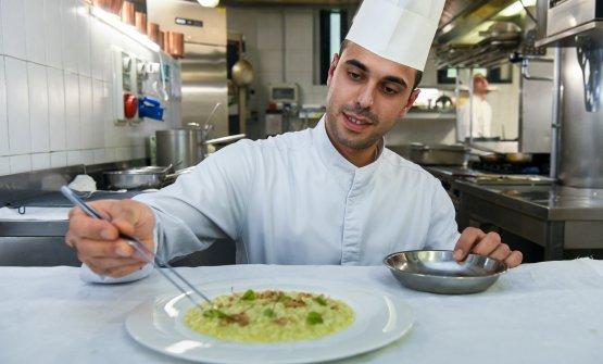 Lo chef in cucina