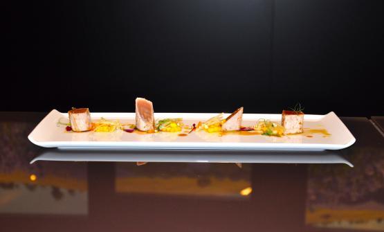 Tataki di tonno rosso,salsa ponzu,mango,germogli misti efunghi enoki è la ricetta 2017 del Da Noi In del Magna Parsdi Milano, executive chef Fulvio Siccardi, chef Giuseppe Postorino