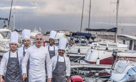 Lo chef e la sua brigata al porto di Messina, dove si trova il Marina del Nettuno Yachting Club