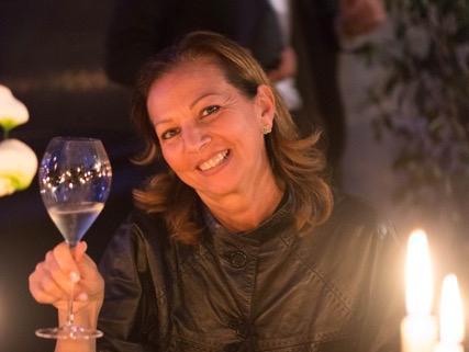 """Cinzia Benzi, già autrice con Giunti di""""Moreno Cedroni"""" (2011) e """"Susci più che mai"""" (2014). E, per Gribaudo, di """"Sauternes. Viaggio alla scoperta di un vino dolce leggendario"""" (2012)"""