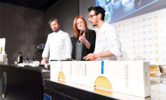 Tra Cracco e Sacchi, la giornalistaEleonora Cozzella, moderatrice per il decimo anno di Identità di Pasta