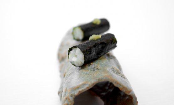Kimbap di alga nori, mousse di riso e sgombro marinato. Ilkimbapè il