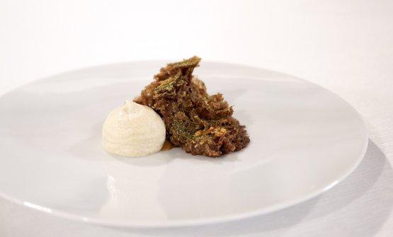 Pane e cioccolato: bisquit al cacao, fave di Tonka, sciroppo d'acero, pralinato alle nocciole, mousse di pane fermentato e asperula