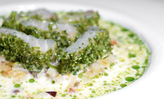 Insalatina di trota affumicata nelle alghe, dadolata di patate, pomodori e taggiasche, colatura di trota, levistico e olio al levistico