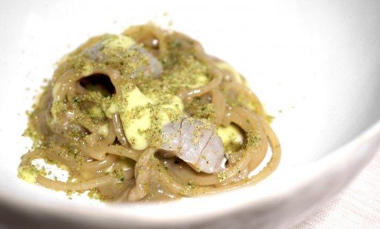 Spaghettini, cicale di mare e pistacchio