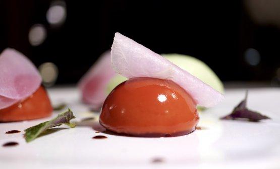Raviolo di barbabietola, mousse di burrata, gelato al basilico