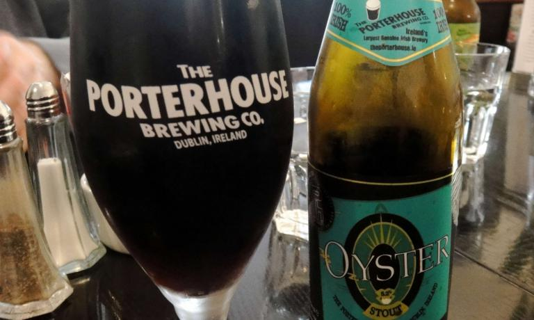 The Oyster Stoutproduced at Porterhouse(the pub, opened in the centreof Dublin is in 16-18 Parliament Street, tel.+353.1.6798847) is one of the most loved in town. Still, the idea of using oysters to produce stout is no news. You can find many others in the US, France and even in Italy, with Perle ai porciproduced by Birrificio del Borgo
