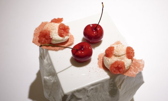 Nutella Cherries and Cruncy strawberries with flower of chantilly and powdered strawberries (2020)